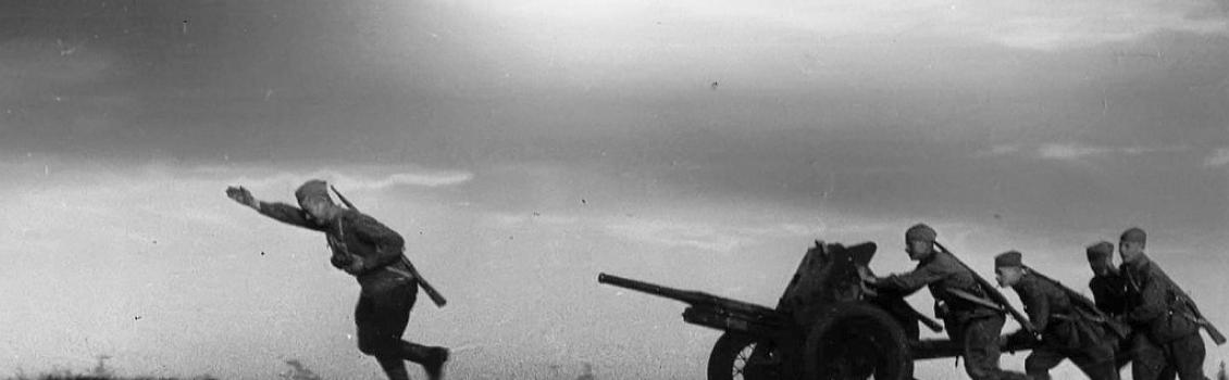 «Строчит пулеметчик за сынов и за дочек»