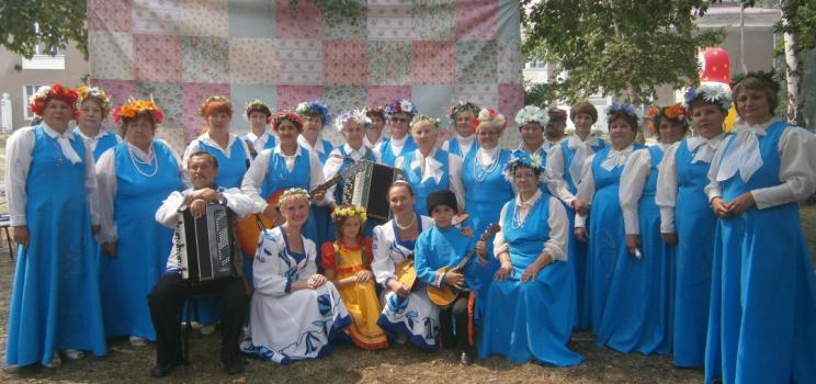 В жизни – разные, в оркестре русских народных инструментов — игривые!