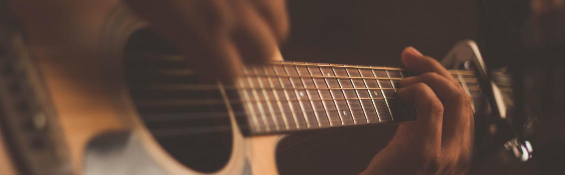 «А в таверне тихо плачет скрипка…»